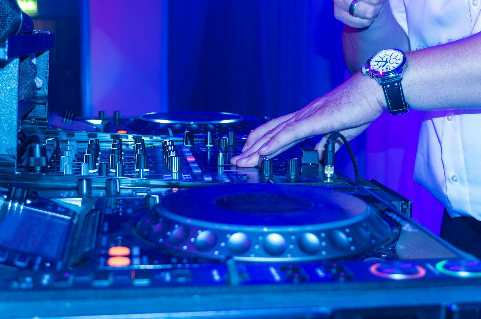 7 ways to Improve your Club Game   Essential Nightclub Tips