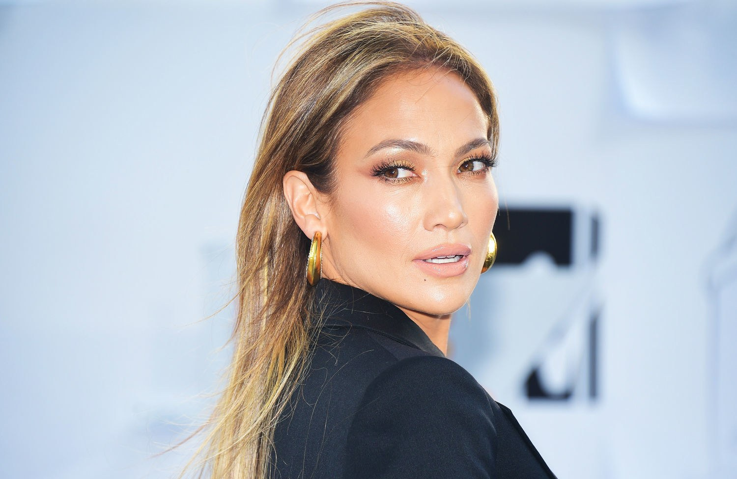 Jennifer Lopez's Makeup Line Will Consist of 70 Products